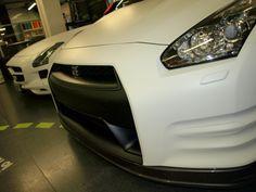 """Nissan GT-R en Blanco Mate? Sisi, la hemos cambiado de color y lleva detalles en vinilo Negro Mate, te gusta? Materiales wrap alta duración MacTac Bueno, que disfrutes del """"behind the scenes""""... + info en http://www.prontorotulo.com/ + info en https://www.facebook.com/prontorotulo + info en https://www.twitter.com/prontorotulo + info en https://www.youtube.com/prontorotulo"""