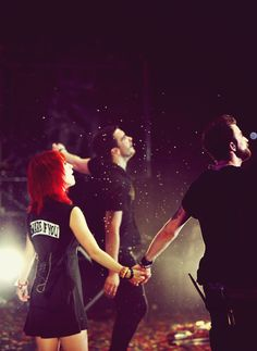 Hayley, Jeremy, Taylor- PARAMORE! That's a pretty epic picture, btw...