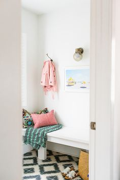Entryway Makeover   Photography : Gray Benko Read More on SMP: http://www.stylemepretty.com/living/2016/03/21/meet-your-new-favorite-mudroom/