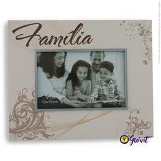 Family Portrait (Porta Retrato Família)