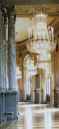 When we think of classic French style, we think palatial interiors and grand chandeliers.