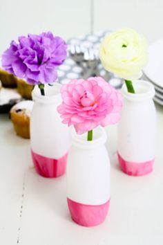Blumenvasen aus Plastikfläschchen / Vases made of little plastic bottles / Upcycling