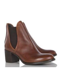 Boots À Talons Cuir Beige Jonak pour FEMME sur la boutique en ligne Place des tendances. Découvrez la nouvelle collection Automne Hiver 2014 Jonak pour 1 livrée en 48h sur Place des tendances.