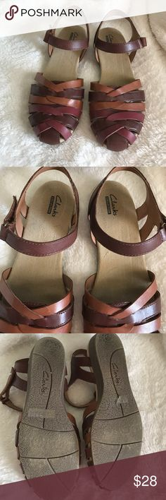 Like new Clarks sandals Like new wore of few times to church. Very cute comfy. 💕👍🏻 Clarks Shoes Sandals