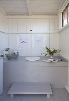 Billedresultat for utedass inspiration Outdoor Bathrooms, Interior, Swedish Cottage, Cottage Inspiration, House Inspiration, Living Room Interior, House Interior, Cottage Interiors, Outhouse Decor