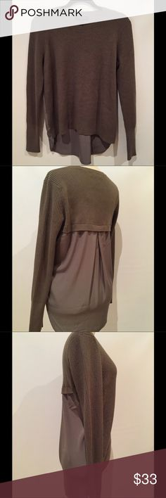 Banana Republic Olive Loose-Knit Sweater - sz S Great, comfy loose knit sweater by Banana Republic. Never worn - NWT!  High seam in front, lower in the back, with beautiful blouson-like draping.  Questions? Please ask!  No trades! Offers always considered! Banana Republic Sweaters Crew & Scoop Necks