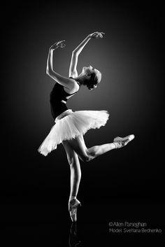 En Pointe (Svetlana Bednenko of Mikhailovsky Ballet) by Allen Parseghian on 500px