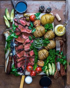doesn't that platter look beautiful ?   & if one doesn't eat meat any longer, there are other trays containing only vegan items...    ...