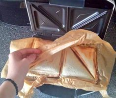 Die Idee des Jahrhunderts: Die nächste Evolutionsstufe beim… The idea of the century: the next evolution in the sandwich maker Lifehacks, Sandwich Toaster, Sandwiches For Lunch, Clothing Hacks, The Dish, Good To Know, Brunch, Food And Drink, Tasty