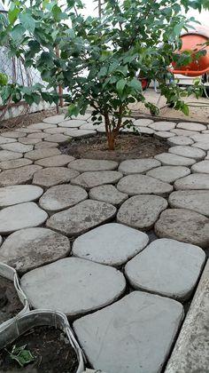 Pebble Garden, Concrete Stepping Stones, Garden Deco, Ideas Geniales, Concrete Design, Walkway, Garden Projects, Garden Paths, Landscape Design