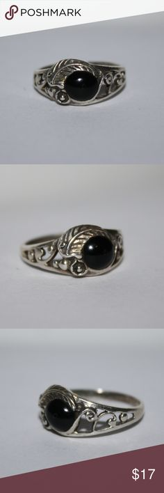 Beautiful feather an onyx sterling silver ring size 7 stamped .925. beautiful onyx ring with feather accent.  Buy from me with confidence! I have sold over 500 items with a 5 star rating! If you have any questions, do not hesitate to ask.  Looking at a few things in my shop? Put a bundle together, comment on an item that you are ready to check out and let me send you an even better offer!  Thank you for visiting :) Free gifts with every purchase! Jewelry Rings