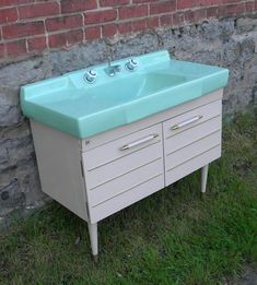 dreamy Early bathroom sink and vanity base made by the American Standard company. Ideal Bathrooms, Vintage Bathrooms, Farmhouse Bathrooms, Modern Bathrooms, Mid Century Bathroom, Vanity Basin, Bathroom Images, Bathroom Ideas, Modern Shower
