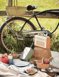 Go on a picnic. | 60  Things You Absolutely Have To Do This Summer