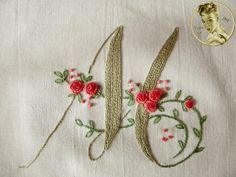 Take a look at this interesting photo - what a very creative style Hand Embroidery Flowers, Hand Work Embroidery, Hand Embroidery Stitches, Silk Ribbon Embroidery, Hand Embroidery Designs, Embroidery Alphabet, Embroidery Monogram, Embroidery Applique, Cross Stitch Embroidery