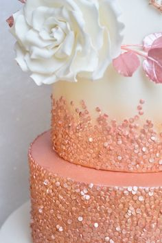 Rose-gold sequin ombré cake with full-blown sugar rose motif Fancy Birthday Cakes, Birthday Cake Roses, Poppy Seed Chicken, Rose Gold Balayage, Sugar Rose, Gold Party Decorations, Ombre Cake, Gold Cake, Sweet 16 Parties