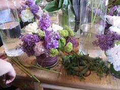 How To: Arrange Fresh Flowers in a Low Vase   Apartment Therapy