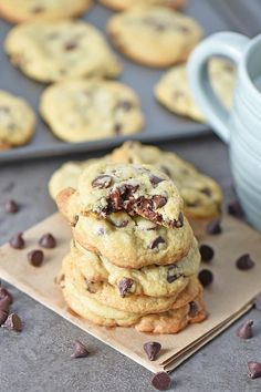 Chewy chocolate chip cookies with loads of chocolate chips. Ooey gooey cookies that make the perfect dessert, also super easy to make. My go to recipe I've used for years. Best Chocolate Chip Cookie Recipe Ever, Gooey Cookies, Best Chocolate Chip Cookies Recipe, Chocolate Snacks, Cake Mix Cookies, Chocolate Chip Cookie Dough, Cookies Et Biscuits, Chocolate Cookies, Chocolate Chips