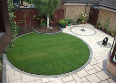 TIPS AND TRICKS FROM A MASTER GARDENER Circular garden and paving design which in my opinion would look great in a small space.Circular garden and paving design which in my opinion would look great in a small space. Circular Garden Design, Circular Lawn, Small Garden Design, Small Space Gardening, Garden Landscape Design, Garden Spaces, Small Garden Ideas With Lawn, Small Square Garden Ideas, Landscape Concept