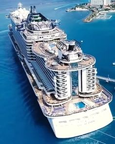 This is one big cruise ship! Tag someone you would invite onboard! Biggest Cruise Ship, Best Cruise Ships, Cruise Travel, Cruise Vacation, Croisière Royal Caribbean, Restaurant Hotel, Msc Cruises, World Cruise, Yacht Design
