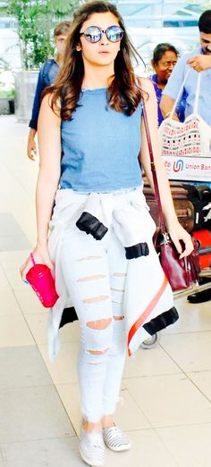 10 Celebrities Who Rock Distressed Jeans Like No One Else Alia Bhatt -cosmopolitan. Indian Celebrities, Bollywood Celebrities, Bollywood Fashion, Bollywood Actress, Hindi Actress, Bollywood Saree, Cosmopolitan, Look Fashion, Fashion Outfits