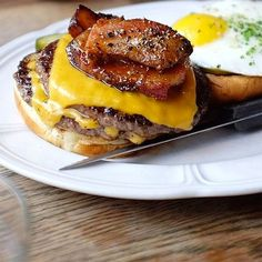 Au Cheval Plenty of Chicagoans consider this the best burger in town — and, you can certainly see why. #chicagorealtor