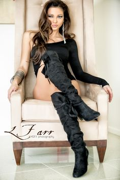 ...with this lovely boots every Lady owns the throne....