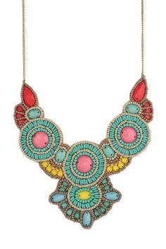 Hand-beaded bib necklace.  // bordado con cuentas collar