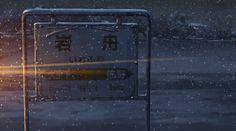 19:11:57 JR岩船駅 2・3番線ホーム 駅名表示板 ホーム上の駅名表示板。 第1話、貴樹の乗った列車が岩船駅に近付いて来るシーン。 列車のライトに照らされる駅名表示板のカット。 2・3番線には駅名表示板が2つ設置されているが、劇中カットで描かれているのは、高崎寄りの方の表示板を1番線から見た風景。 写真は、1番線ホームからズームを使って撮影した物だが、劇中カットと比べるとバックに写っている家屋の比率が異なる。 後日、2番線ホーム上でズームを使わずに撮影すると、背景が劇中カットとほぼ同じ比率で写る事を確認。 劇中カットを再現するには広角レンズが必須である事を、改めて認識。
