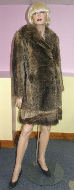 Vintage raccoon fur coat. Manteau de chat sauvage.