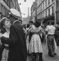 14 juillet 1955 Paris  (Photo: Robert Doisneau)     #dance #letsdance