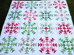 free motion quilting triangles   Blogger's Quilt Festival Quilt–Homeward Bound Christmas Quilt