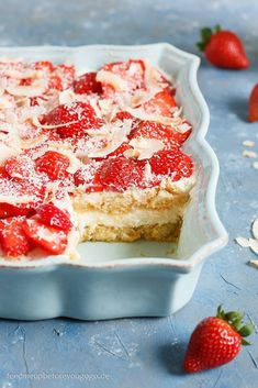 Spring in red and white: strawberry rhubarb tiramisu with coconut - Feed me up before you go-go {Rezepte} - Authentic Mexican Recipes, Spring Desserts, Great Desserts, Spring Recipes, White Strawberry, Strawberry Desserts, Strawberry Tiramisu, Dessert Simple, Mexican Dessert Recipes
