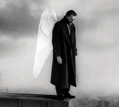 """""""Der Himmel über Berlin"""" (1987), director: Wim Wenders. Still of Bruno Ganz as Damiel."""