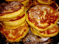 Ingredients: 8 tablespoons flour, 2 tablespoons sugar, 1 sachet vanilla sugar, sachet baking powder 2 eggs, a little milk The article donuts to the pan of grandmother appeared first on Easy Recipes. Beignets, Cake Recipes, Dessert Recipes, Cake & Co, Home Food, Mini Desserts, Healthy Soup, Crepes, Donuts