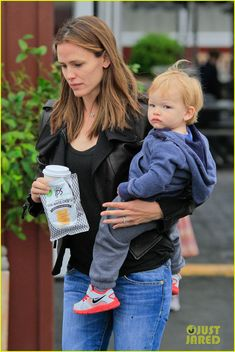 Jennifer Garner gets coffee with her son Samuel on June 6, 2013