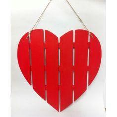 Corazón rojo de madera listonada 40 cms. LLeva cuerda para poder colgarlo. Decoración para #SanValentin.