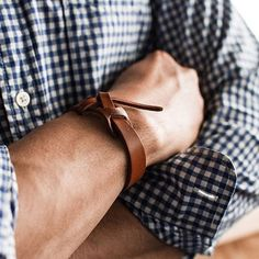 Love this leather wrist strap Style Brut, Rugged Men, Beautiful Watches, Blue Denim, Fashion Accessories, Dance Shoes, Mens Fashion, My Style, Leather