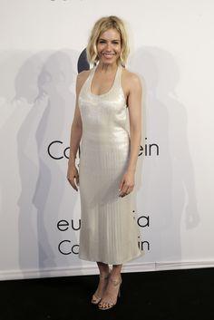 Top looks. 'Total white', accesorios 'deluxe' y Vanessa Hudgens © Gtresonline / Cordon Press