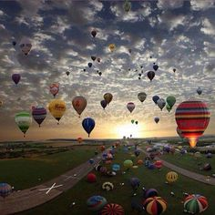 Balloon Race during Derby Week in Louisville. this would be magical to attend!...wow...