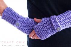 Free Simple Fingerless Gloves Crochet Pattern #craftchic