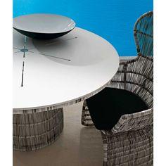 B&B Italia Crinoline Outdoor Gartentisch mit Polyethylenfasergeflecht