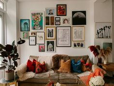 Eclectic Gallery Wall, Gallery Wall Bedroom, Gallery Walls, Eclectic Wall Decor, Gallery Wall Layout, Gallery Wall Art, Room Wall Decor, Bedroom Decor, New Wall