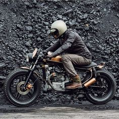 Regram from @tadaocern #motorcycle #caferacer #caferacers #custombuilt #custommotorcycle #vintagemotorcycle #hondacaferacers #hondamotorcycle #bikelife #biker #rideout #giamma_69 #lifestyle #photo #instagood #instadaily #tagsforlikes by giamma_69