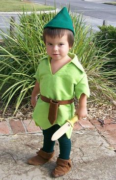 Artículos similares a Peter Pan Costume Cosplay Child Sizes Faux Lime Green Suede Tunic Felt Alpine Hat Red Feather tights belt sword sheath en Etsy Diy Baby Costumes For Girls, Toddler Costumes, Family Costumes, Diy Costumes, Toddler Tinkerbell Costume, Peter Pan Halloween Costumes, Peter Pan Costume Kids, Halloween Kids, Peter Pan Cosplay