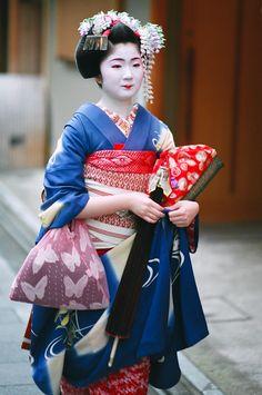 58bc38bea The maiko Kimiyu of Miyagawa-cho in Kyoto in May