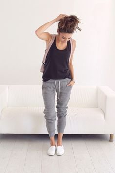 cool С чем носить джоггеры женские? — Как вписать модные брюки в гардероб