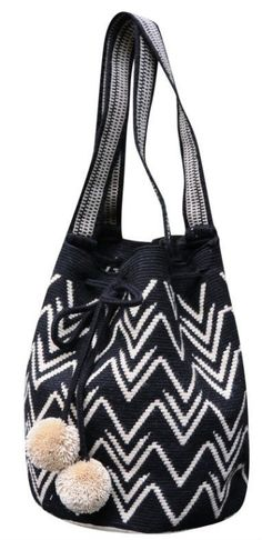 https://www.shopmariya.com/collections/wayuu/products/pom-pom-mochila-tote-in-black ☆ https://es.pinterest.com/iolandapujol/pins/ ☆ insta: @ iola_pujol / @iolastyle