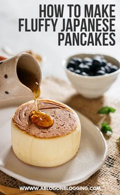 Fluffy Japanese Pancakes Recipe (Jiggly Souffle Pancakes) - Fingerfood - For Life Food Banana Cream Pies, Breakfast Recipes, Dessert Recipes, Brunch Recipes, Pancake Recipes, Breakfast Ideas, Pancake Ideas, Sushi Recipes, Gourmet Desserts