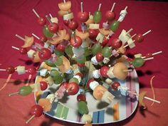 Recette de Brochettes appéritives Lolo, Ratatouille, Raisin, Buffet, Boursin, Cherry, Appetizers, Fruit, Voici