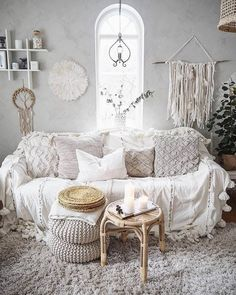 47 Superb Hippie Bohemian Living Room Design Ideas - Bohemian eclectic decor is an unique personal statement deriving inspiration from a variety of cultures and a broad spectrum of vintage spaces. A cura. Bohemian Living, Bohemian Decor, Bohemian Soul, Boho Chic, Styl Boho, Hippie Living Room, Bohemian Design, Modern Bohemian, Hippie Boho